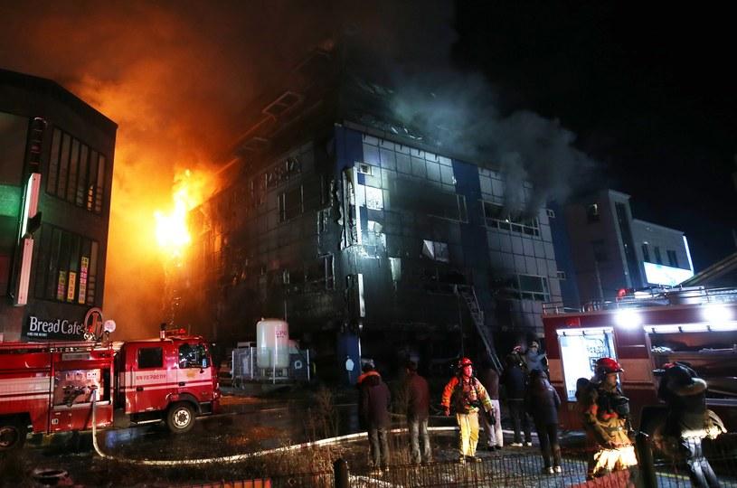 Pożar w centrum rekreacyjnym / EPA/YONHAP SOUTH KOREA OUT /PAP/EPA