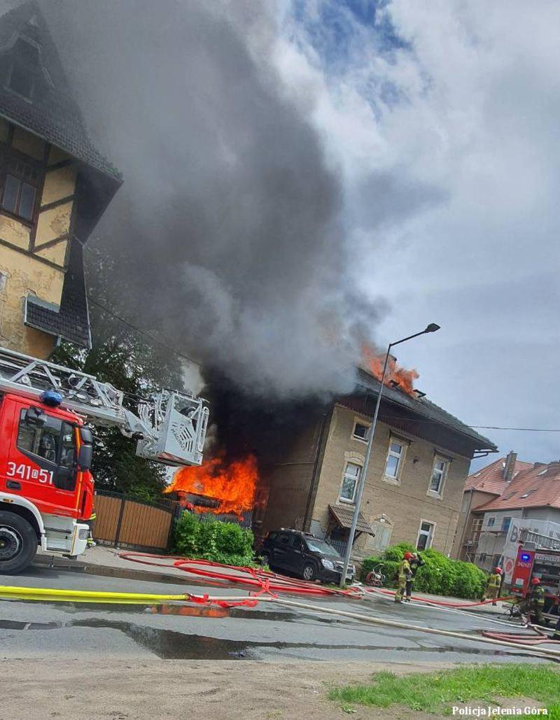 Pożar w Jeleniej Górze /Policja Jelenia Góra /