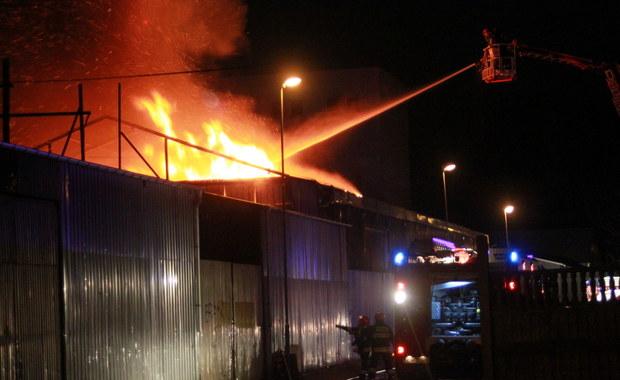 Pożar w Koszalinie. Płonie zakład przemysłowy przy ul. Lnianej