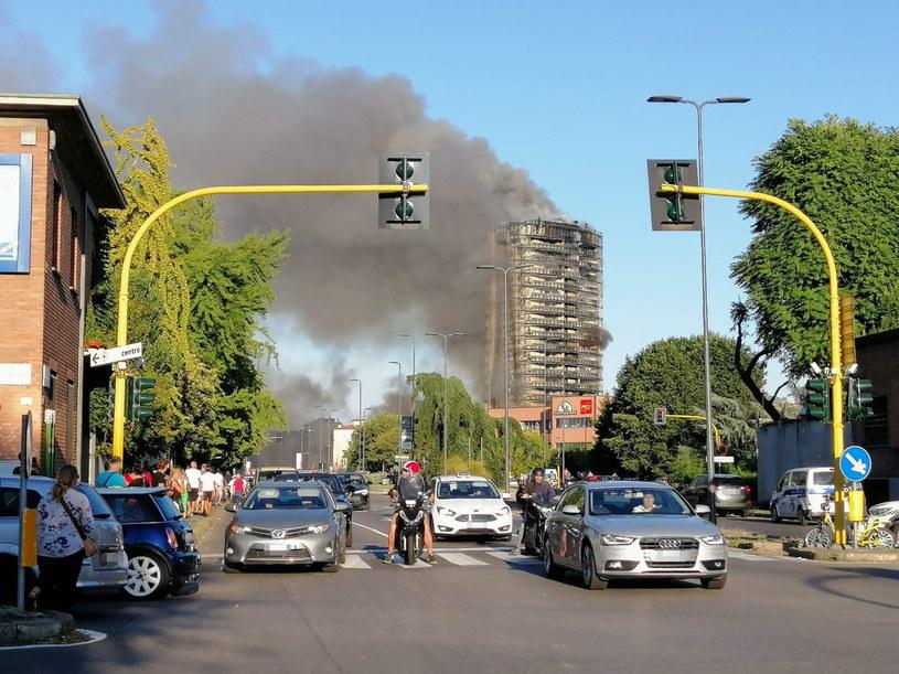 Pożar w Mediolanie /SALVATORE GARZILLO /PAP/EPA