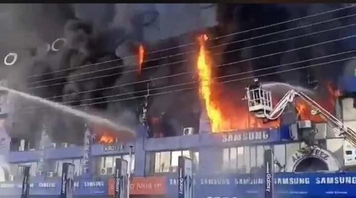 Pożar w mieście Lahaur /Twitter