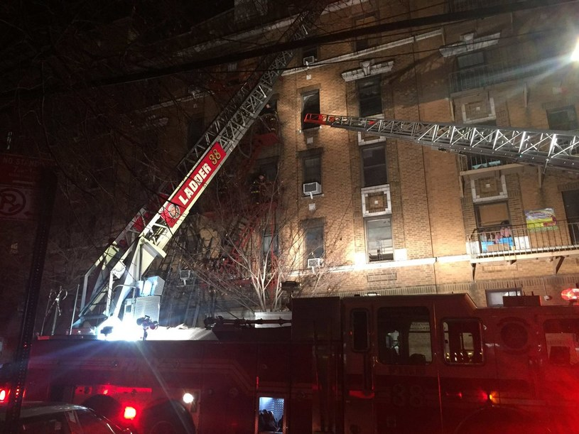 Pożar w Nowym Jorku /PAP/EPA