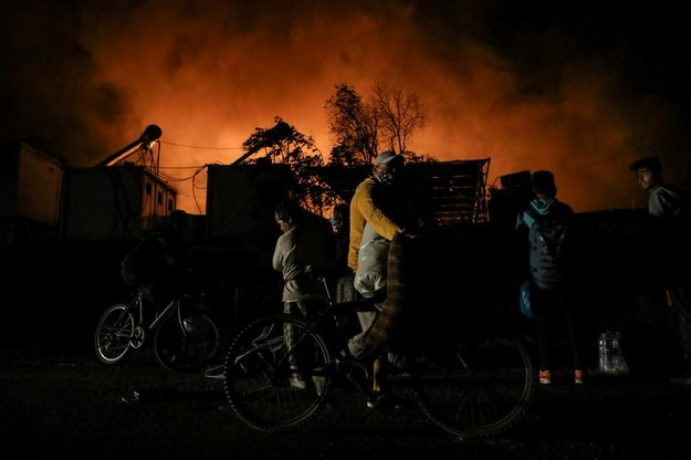 Pożar w obozie dla uchodźców na Lesbos. Blisko 13 tys. osób uciekało przed płomieniami