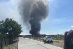 Pożar w stacji demontażu pojazdów w Stobnie