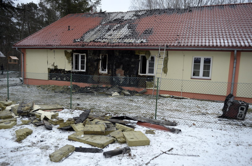 Pożar wybuchł w jednym z pawilonów Domu Pomocy Społecznej w Górnie /Darek Delmanowicz /PAP