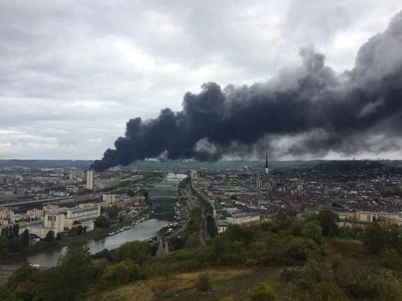 Pożar wybuchł w nocy ze środy na czwartek /ALEXANDRE BIORET /PAP/EPA