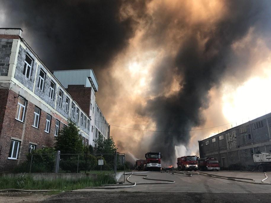 Pożar wybuchł w piątek wieczorem, ale jego gaszenie może potrwać do wtorku /Mariusz PIekarski /RMF FM