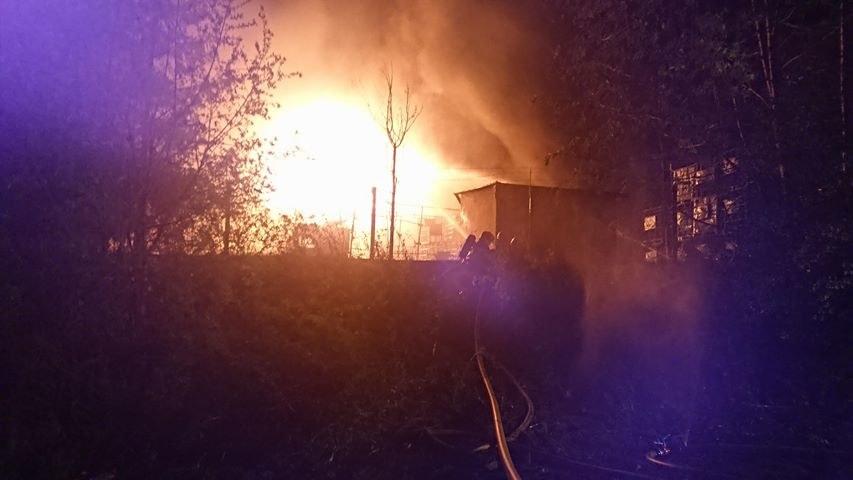 Pożar zajął ogromną część zakładu / Dawid Burzacki- Zintegrowana Służba Ratownicza /Gorąca Linia RMF FM