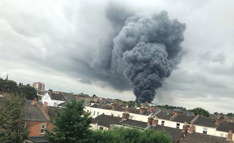 Pożar zakładów przemysłowych na Wyspach /West Midlands Ambulance Service /Twitter