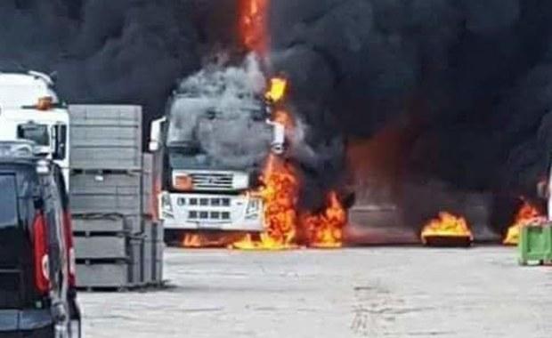Pożar zakładu budowlanego w Mińsku Mazowieckim. Jedna osoba poszkodowana