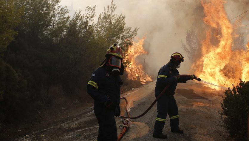 Pożary szaleją wokół Aten
