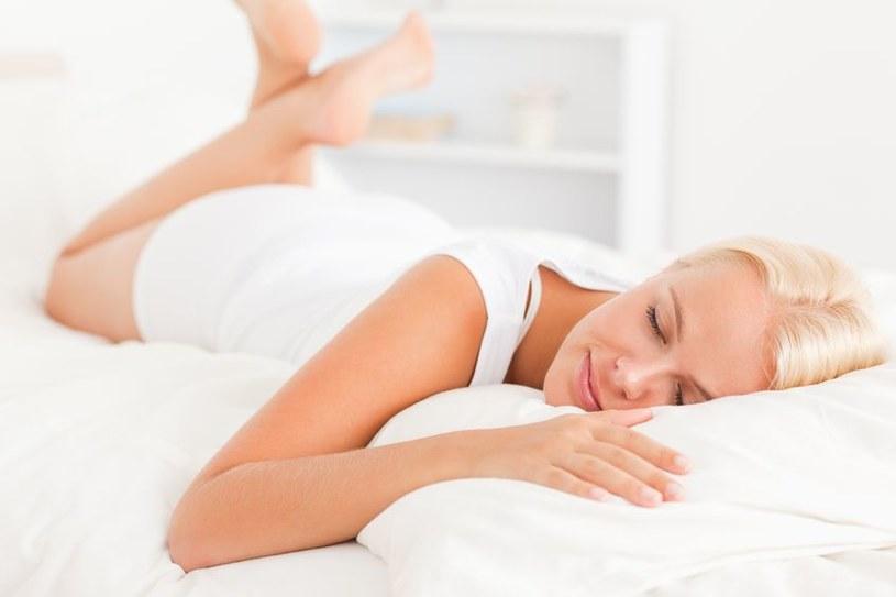 Pozbawiona snu skóra wykazuje oznaki przedwczesnego starzenia się /123RF/PICSEL