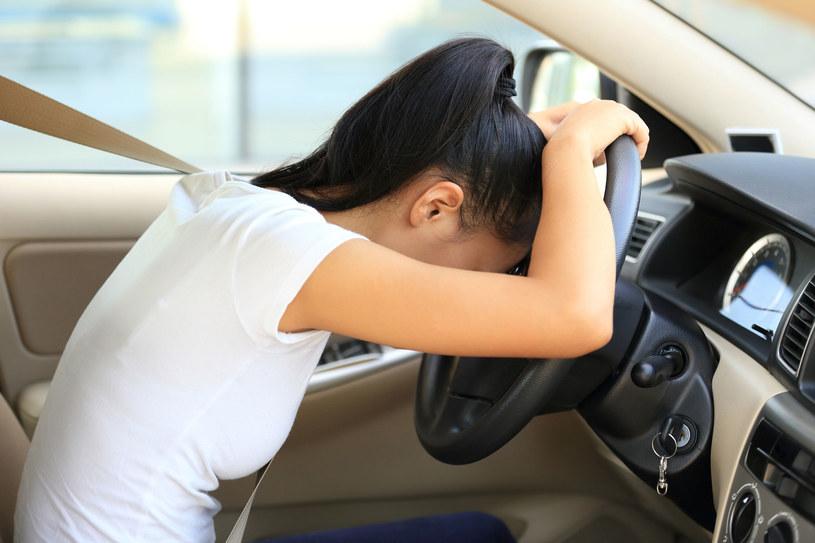 Pozbycie się strachu po uczestnictwie w wypadku drogowym, wiąże się z długotrwałą pracą, regularnymi ćwiczeniami i akceptacją szalejących w głowie emocji /123RF/PICSEL
