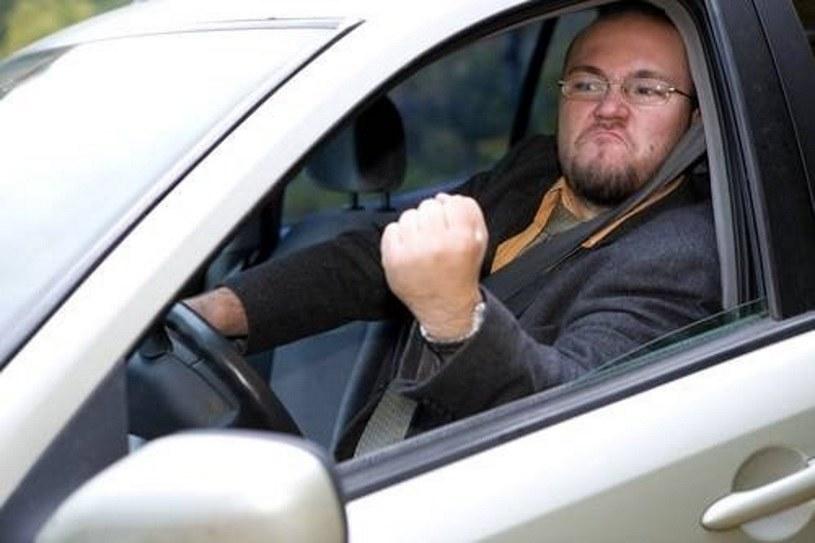 Poziom agresji wśród polskich kierowców jest wysoki. A jakby tak kierować się delikatnością? /Value Stock Images /East News