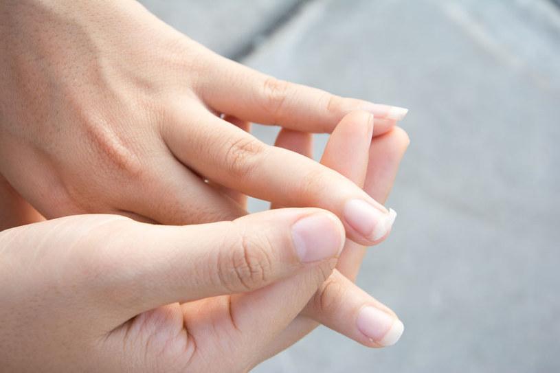 Poznaj genialny sposób na łamliwe i rozdwojone paznokcie /123RF/PICSEL
