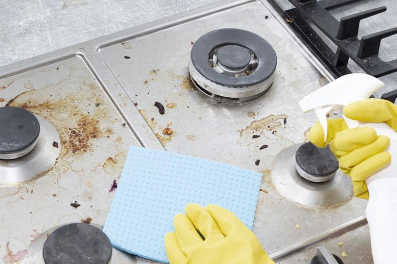 Poznaj sprawdzone sposoby na usunięcie tłuszczu z kuchenki /123RF/PICSEL