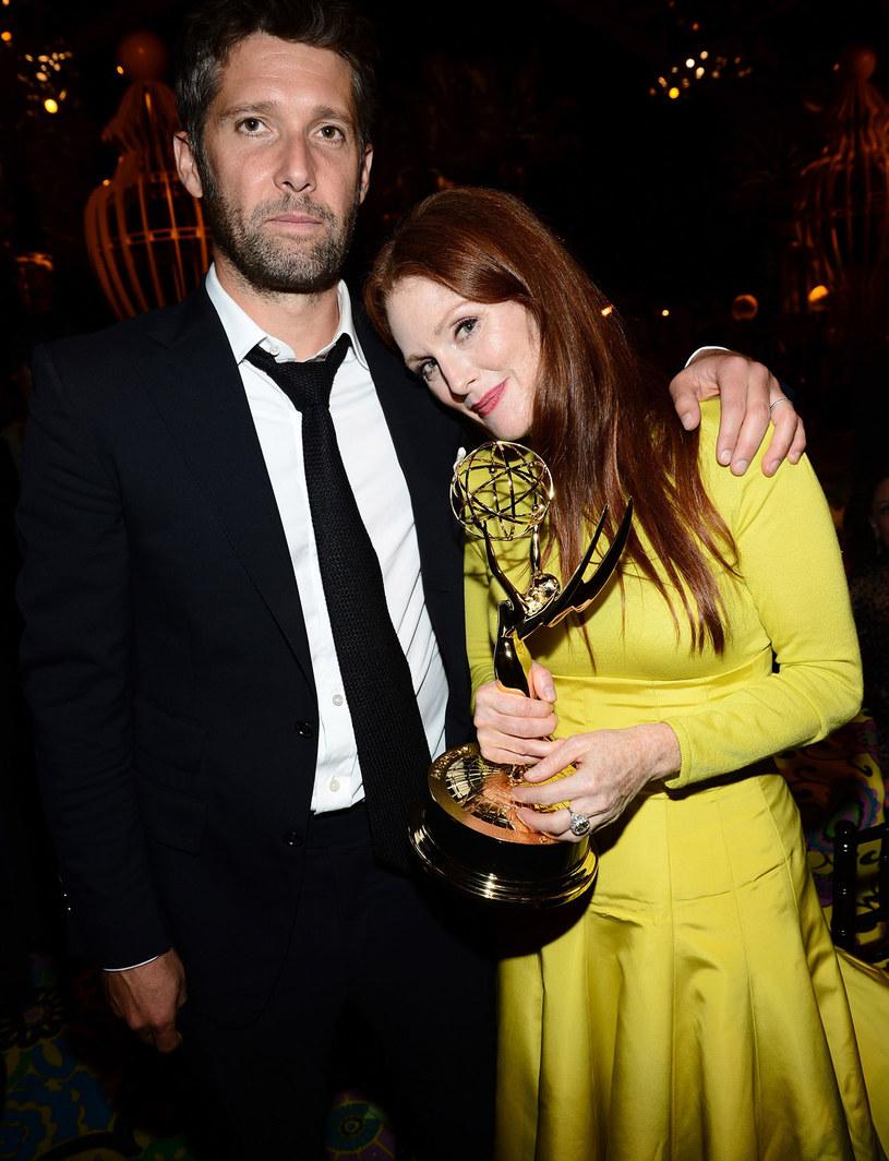 """Poznali się na planie filmu """"Zjazd"""" w 1996 roku. Bart Freundlich, reżyser i producent, jest drugim mężem Julianne. /Getty Images/Flash Press Media"""