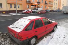 Poznań: Auto stoi na przystanku autobusowym od dwóch tygodni