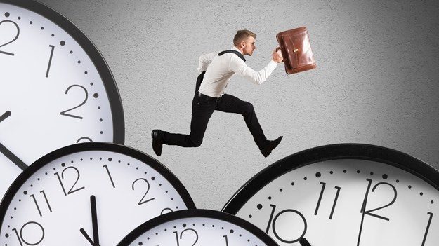 Pozostajesz do dyspozycji pracodawcy w czasie wolnym? Należy ci się dodatkowe wynagrodzenie /123RF/PICSEL