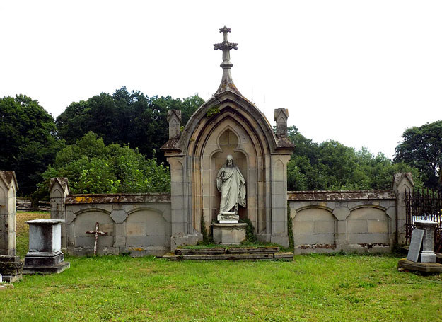 Pozostałości dawnego cmentarza /Dariusz Pietrucha /Odkrywca