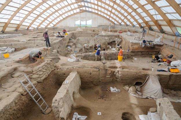 Pozostałości neolitycznych budowli w Catalhoyuk. /Scott Haddow /Materiały prasowe