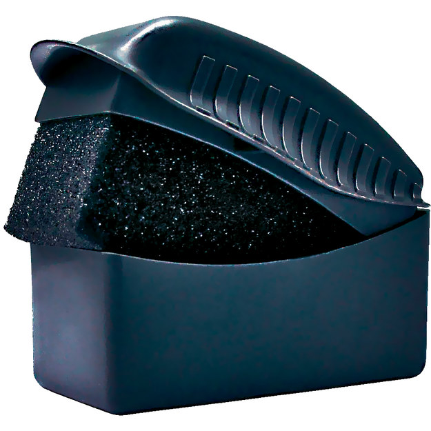 Pozwala nałożyć czernidło do opon bez brudzenia rąk (30 zł). /Motor