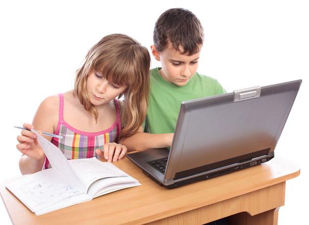 Pozwól dzieciom korzystać z komputera. Mądrze! /123RF/PICSEL