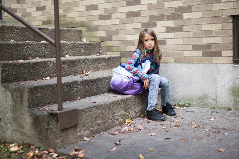 Pozwól dziecku decydować, co kupić do szkoły z pieniędzy z wyprawki szkolnej. Wtedy będzie mu łatwiej znaleźć się w nowym miejscu /123RF/PICSEL