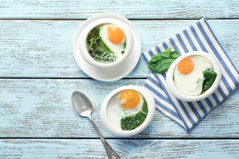 Pozwól się rozpieścić na samym początku dnia- wypróbuj przepis na obłędne jajka zapiekane ze szpinakiem /123RF/PICSEL