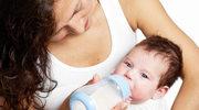 Pozycje ułatwiające karmienie dziecka butelką