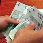 Pożyczają pieniądze, by kupić meble, auto lub gadżety. Jak zadłużają się Polki i Polacy?