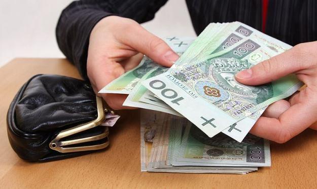 Pożyczki powyżej 9637 zł należy zgłosić do Urzędu Skarbowego w terminie 14 dni /© Panthermedia