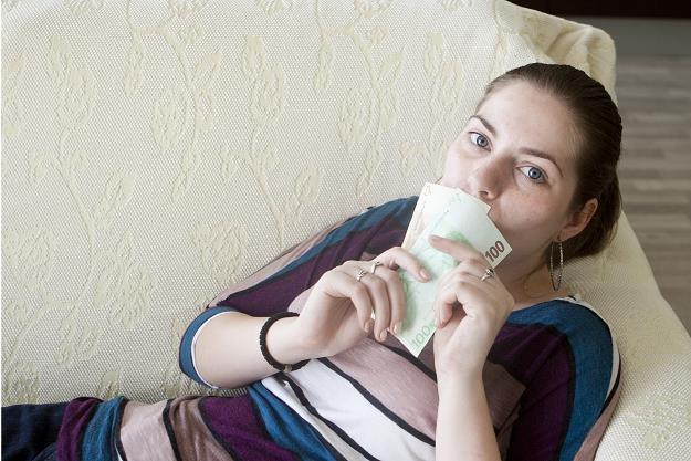 Pożyczki udzielane w domu budzą kontrowersje /©123RF/PICSEL