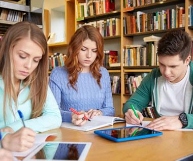 Pozyskiwanie studentów nową metodą drenażu mózgów