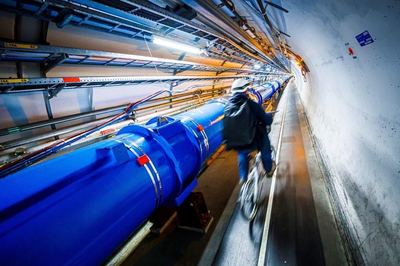 Pozytony powstają choćby w Wielkim Zderzaczu Hadronów podczas kolizji cząstek /AFP