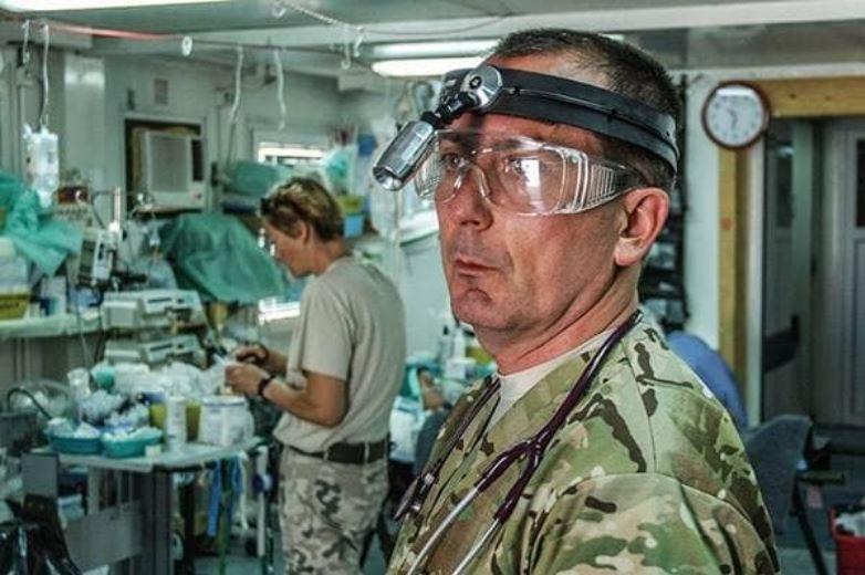 ppłk dr Robert Brzozowski, szef Zakładu Medycyny Pola Walki Wojskowego Instytutu Medycznego (WIM) /Polska Zbrojna