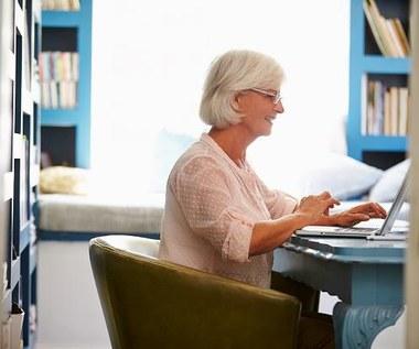 Praca do starości się opłaca