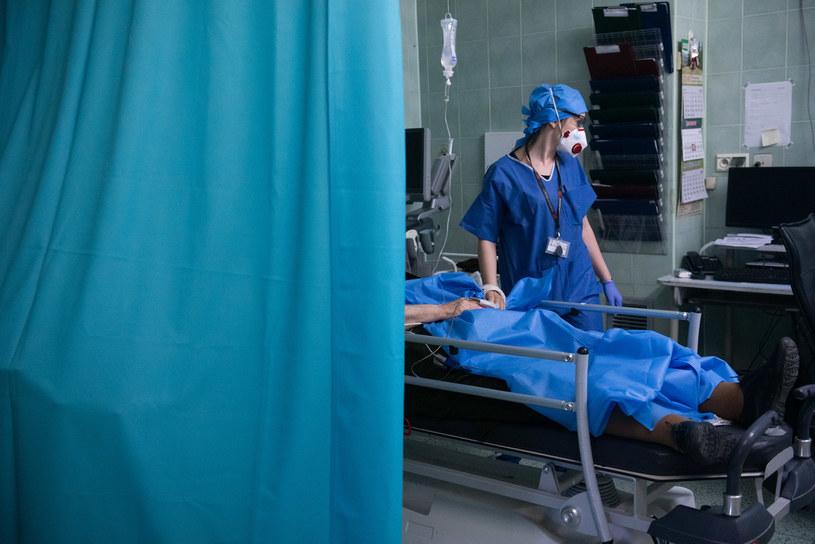 Praca lekarzy w czasie pandemii koronawirusa, na zdjęciu Szpital Bródnowski w Warszawie /Filip Błażejowski /Agencja FORUM