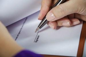 Praca sezonowa: Na co uważać, podpisując umowę