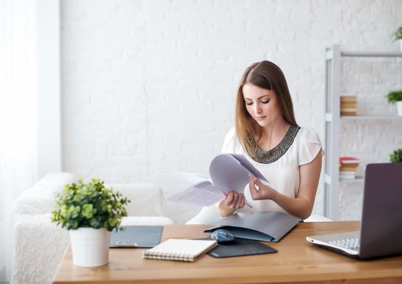 """Praca w domu wymaga dobrej organizacji i ograniczenia """"rozpraszaczy"""" /123RF/PICSEL"""
