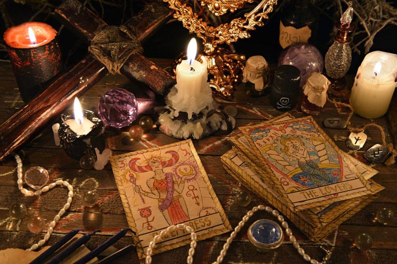 Praca z kartami tarota nas ubogaca? Okazuje się, że tak! /123RF/PICSEL