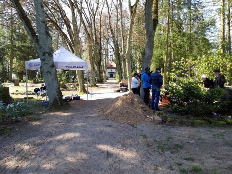 Prace archeologiczne IPN na terenie cmentarza w miejscowości Fürstenberg (Niemcy) /IPN