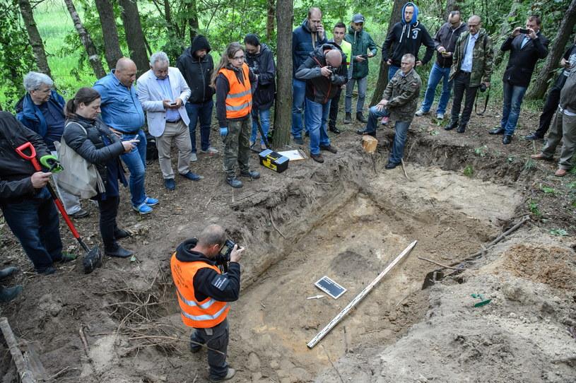 Prace ekshumacyjne przy miejscu pochówku żołnierza wyklętego Antoniego Dołęgi ps. Znicz /Wojciech Pacewicz /PAP