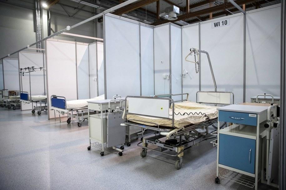 Prace końcowe przy budowie i wyposażeniu szpitala tymczasowego dla pacjentów z Covid-19 na terenie Międzynarodowego Centrum Targowo-Kongresowego EXPO Kraków /Łukasz Gągulski /PAP