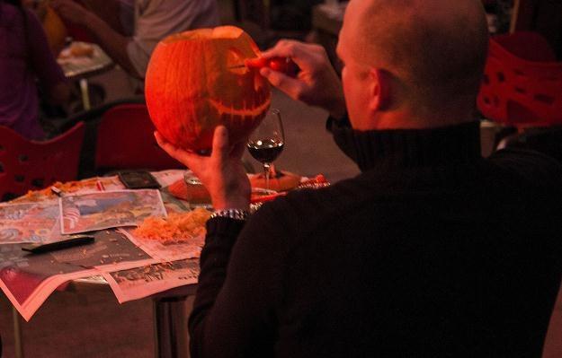 Prace nad tradycyjną dynią na Halloween. Waszyngton, 25 sierpnia 2012 /AFP