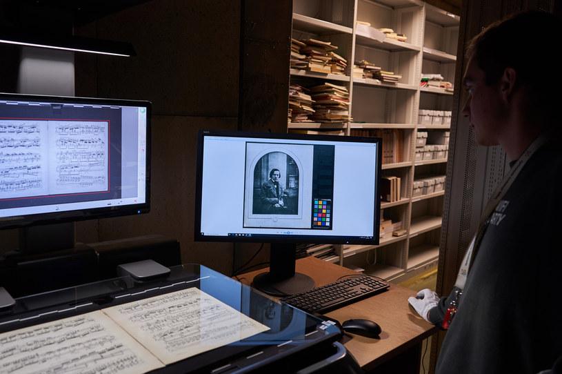 Prace nad zdigitalizowaniem chopinowskiego dorobku prowadzi Narodowy Instytut Fryderyka Chopina dzięki m.in. dotacji z unijnego Programu Polska Cyfrowa /INTERIA.PL