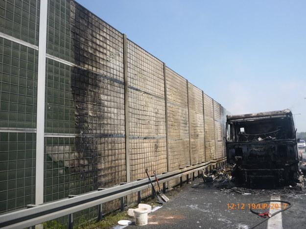 Prace porządkowe na A4 po wypadku ciężarówki /GDDKiA