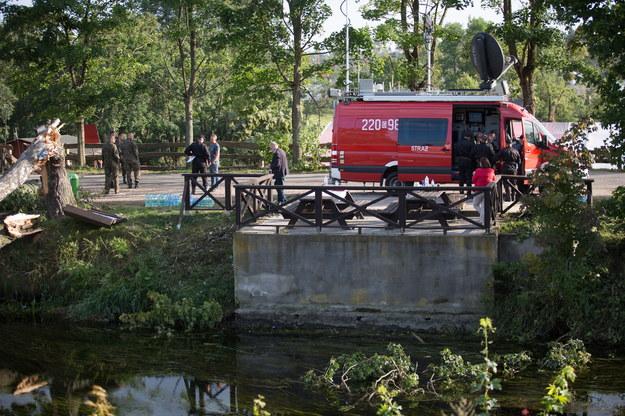 Prace przy oczyszczaniu rzeki /Jan Dzban /PAP