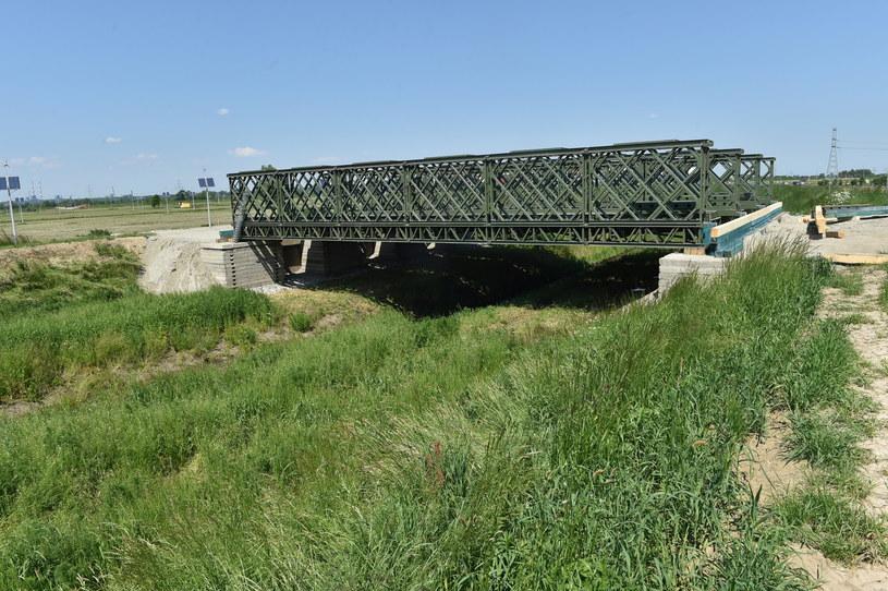 Prace przygotowawcze w Brzegach - na zdjęciu budowa mostu /Jacek Bednarczyk /PAP