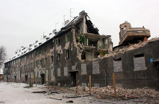 Prace rozbiórkowe budynków na osiedlu Karb w Bytomiu, fot. Artur Barbarowski /Agencja SE/East News
